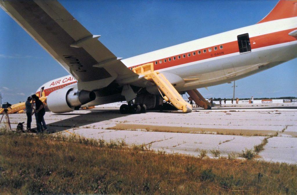 Air Canada Flight 143